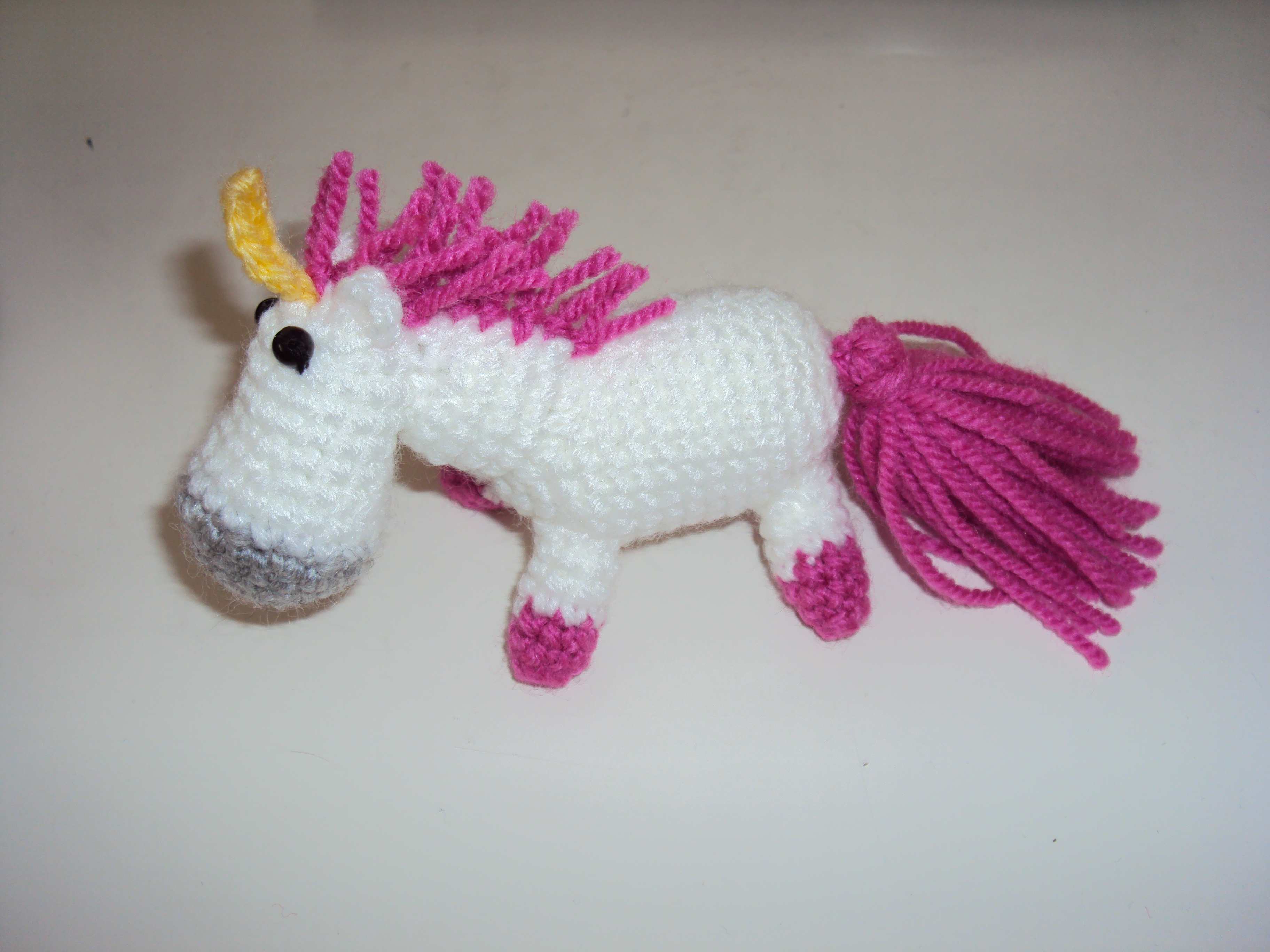 Ravelry: Lil' Fluffy Unicorn Despicable Me pattern by Rachel Hoe | 2736x3648